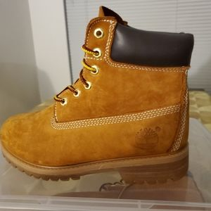 """Timberland Genuine Leather 6"""" Boots. Size: 6.5"""